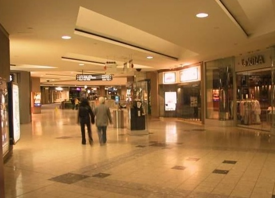 File:3672037-A glimpse at the underground city Toronto.jpg